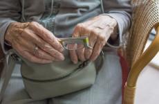 У пенсионерки в магазине украли сумку с более 10 млн рублей