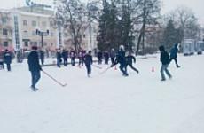 В Пензе стартовал турнир по хоккею в валенках