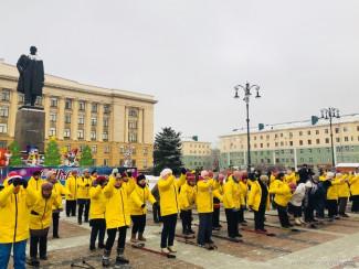 Занятия по скандинавской ходьбе объединили более 80 пензенцев