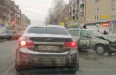 В жестком ДТП на Западной Поляне в Пензе разворотило две машины. ФОТО