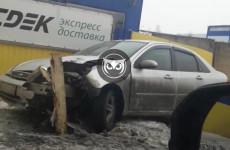 В пензенской Терновке иномарка влетела в столб