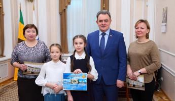 Пензенские школьники передали Валерию Лидину уникальный календарь