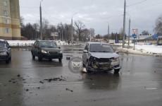 Серьезное ДТП на улице Ленина в Пензе: разбились две легковушки