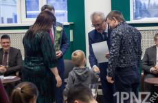 «Отдал бы должность, кабинет, машину…» - как Иван Белозерцев осчастливил молодые семьи