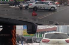 В Пензе улица Суворова встала в пробке из-за аварии с такси