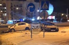 В Пензе у монумента «Глобус» разбились две легковушки