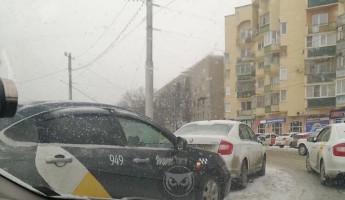 И снова «Яндекс». Пензенцы сообщают о ДТП с участием такси