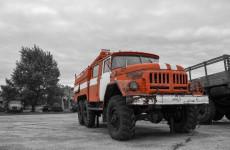 В Пензенской области вспыхнул дом, на месте работают пожарные
