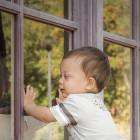 В Пензе выпал из окна трехлетний ребенок