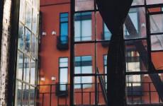 В Пензенской области из окна жилого дома выпал мужчина