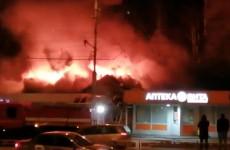 Крупный пожар возле пензенского ТЦ «Онежский» попал на видео