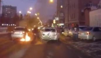 Момент возгорания машины в центре Пензы попал на видео