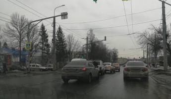 Заводской район Пензы замер в пробке из-за ДТП