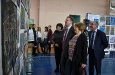 Пензенский мэр оценил работы участников конкурса имени Татлина
