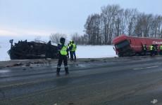 Опубликованы фото с места смертельной аварии в Пензенской области