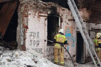 На улице Гладкова в Пензе вспыхнул расселенный дом