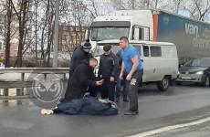 На улице Аустрина в Пензе прямо на «зебре» сбили девушку