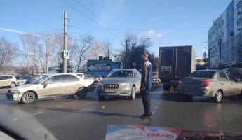 На одном из пензенских перекрестков «ГАЗель» столкнулась с легковушкой