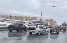 В Пензе микрорайон Арбеково замер в пробке из-за аварии