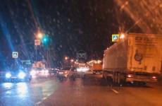 На трассе в Пензе движение транспорта парализовало из-за ДТП