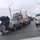 В Пензе водитель дорогого кроссовера врезался в машину «скорой помощи»