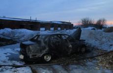 В Пензенской области огонь уничтожил отечественную легковушку