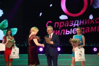 Пензенский губернатор наградил отличившихся жительниц региона