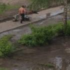 Пьяный житель Кузнецка избил ногами мотоцикл подростков