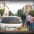Трое неизвестных избили пензенского водителя и повредили его авто