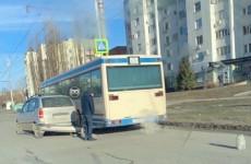 В пензенском микрорайоне Арбеково угодил в ДТП пассажирский автобус
