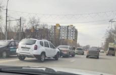 Проспект Победы в Пензе встал в пробке из-за ДТП