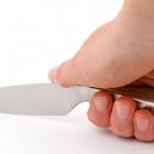 В Пензенской области пьяная женщина напала с ножом на знакомого