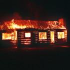 В Пензенской области огонь уничтожил срубовой дом
