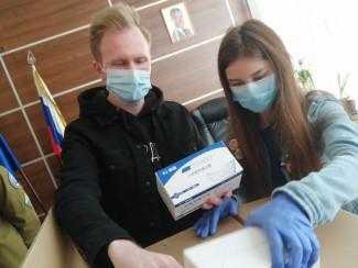 Пензенский волонтерский центр «Единой России» получил 10 тысяч масок