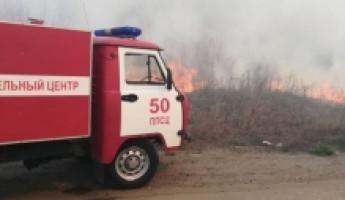 За выходные пензенские пожарные семь раз выезжали на тушение травы
