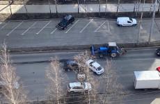 На улице Мира в Пензе угодили в аварию две машины