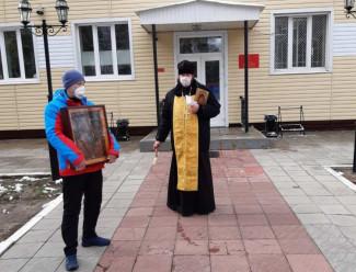 Пензенских солдат защищают от коронавируса с помощью святой воды
