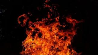 На улице Молодогвардейской в Пензе сгорели гаражи, мотоциклы и надворные постройки