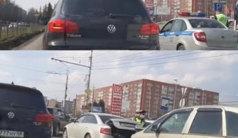 В пензенском микрорайоне Арбеково столкнулись две иномарки