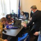 «Помоги учиться дома». Валерий Лидин передал ноутбук многодетной семье
