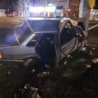 В Пензе автомобиль на большой скорости протаранил столб