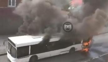 В Пензе полыхающий пассажирский автобус попал на видео