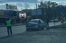 На проспекте Строителей в Пензе изуродовало иномарку