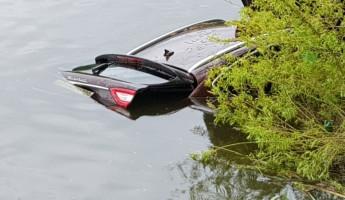 Появились фото с места ДТП с затонувшим под Пензой «Maserati»