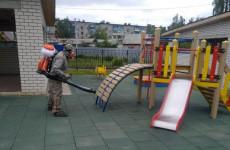 В одном из районов Пензы продезинфицировали детские площадки
