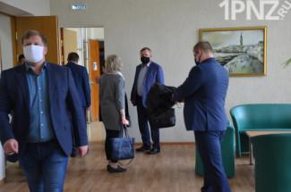 Закрытая сессия в пензенском Заречном: депутаты приходят со своим санитайзером