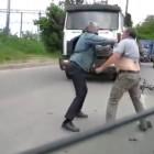 Водитель «МАЗа» vs. велосипедист. Очевидец рассказал о причинах «миксфайта» под Бакунинским мостом