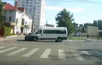 Водитель пензенской маршрутки врезался в авто