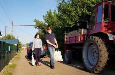 Пензенские волонтеры передали продовольственные наборы детям войны