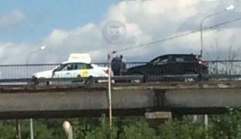 На Сурском мосту в Пензе угодила в аварию машина «Яндекс.Такси»